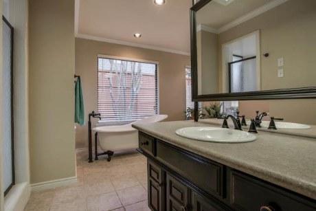 10001 Woodlake Master Bath