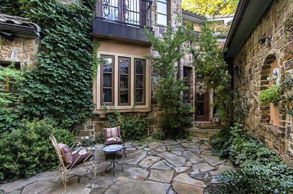 1809 Provine Courtyard
