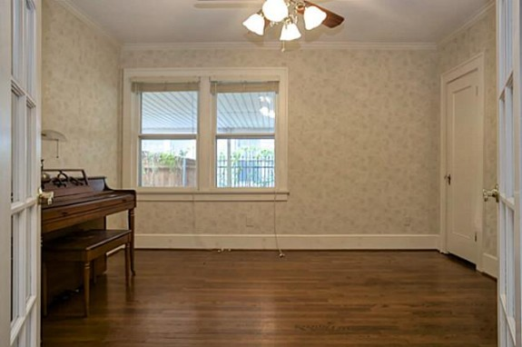 2213 Stanley Ave Music room