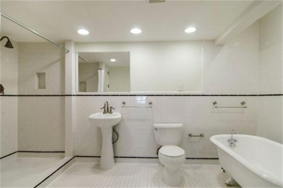 326 Edgefield Master bath