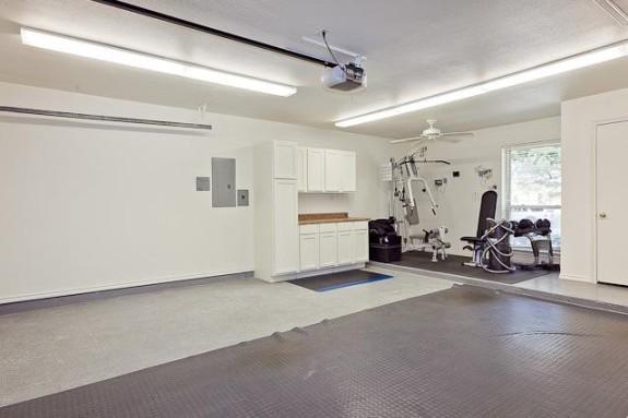 4416 Thunder Garage:Workout