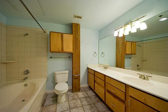 509 Elm 406 Bath 1