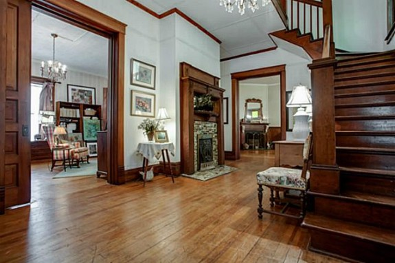 519 W. Hunt Foyer