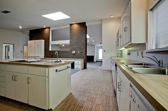 5706 Overdowns kitchen before