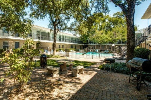 5818 E University pool