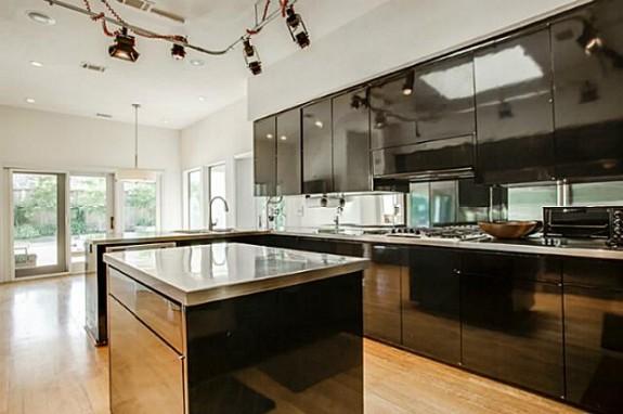 6406 Forest Creek kitchen 2