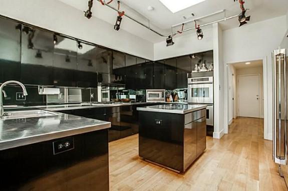 6406 Forest Creek kitchen